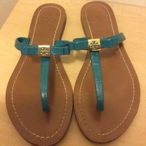 Tory Burch green leather flip flops size. 8